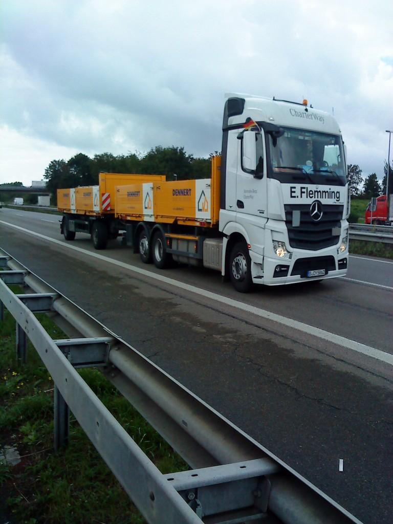 LKW MercedesBenz Actros 2541 BaustoffHängerzug unterwegs