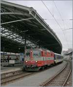 Die SBB Re 4/4 II 11109 in der  Swiss-Expess  Lackierung in Lausanne.