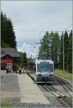 MGB/290003/der-train-des-etoises-auf-der Der Train des Etoises auf der Gipfelstation Les Pleiades. 26. Juli 2011