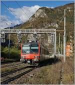 rbde-560-npz-und-domino/586337/ein-walliser-domino-als-ir-auf Ein 'Walliser' Domino als IR auf dem Weg nach Domodossola bei der Durchfahrt in Varzo. 27. Okt. 2017